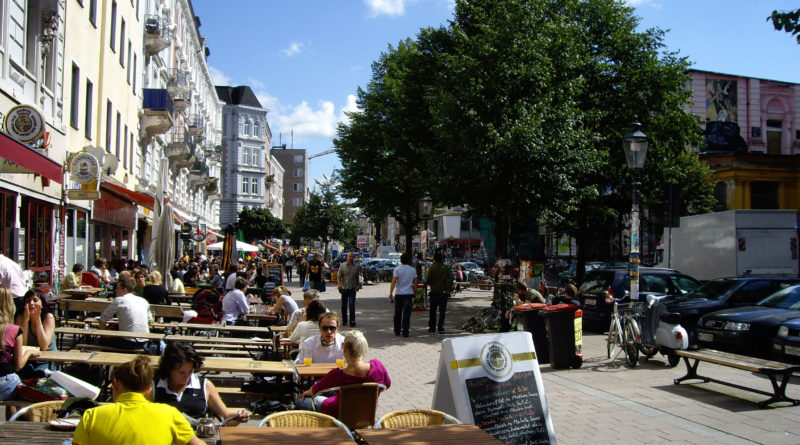 Piazza auf dem Schulterblatt im Hamburger Schanzenviertel / Sternschanze