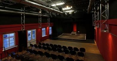 Heute, 19. Januar: Zeit? Läuft – Monsun Theater – 20 Uhr