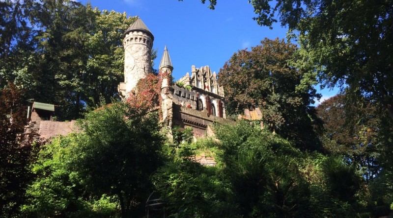 Aussenansicht Alsterschlösschen Burg Henneberg