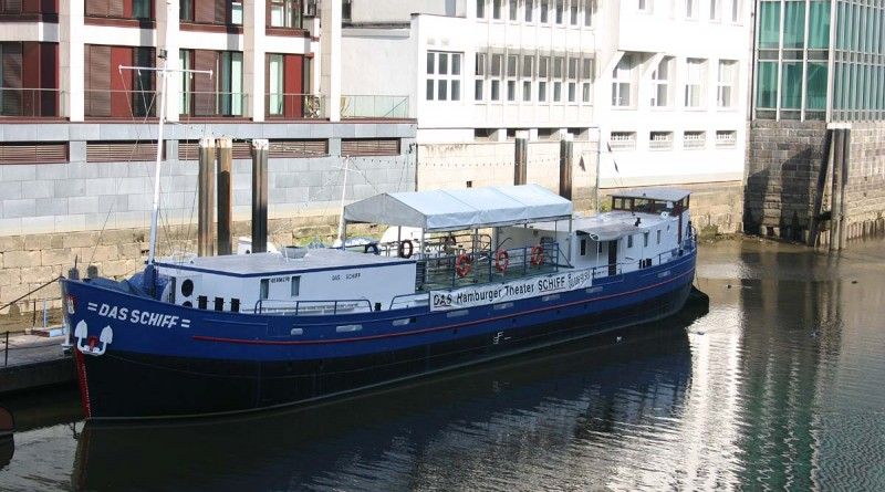 Das Schiff Hamburgs Theaterschiff im Nikolaifleet