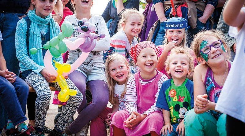 Weltkinderfest - Auftakt des Festivals KinderKinder - Planten um Blomen