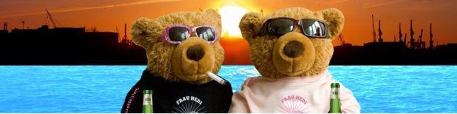 Frau Hedi Teddybären vor der Elbe